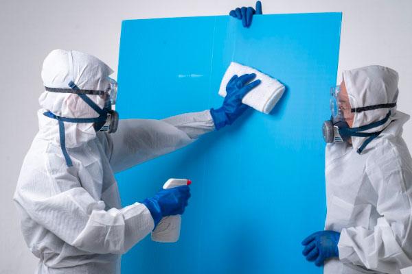 作業に使用するトラックや全ての備品に除菌作業を徹底
